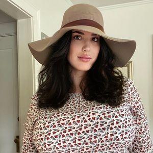 Floppy, wide brimmed hat